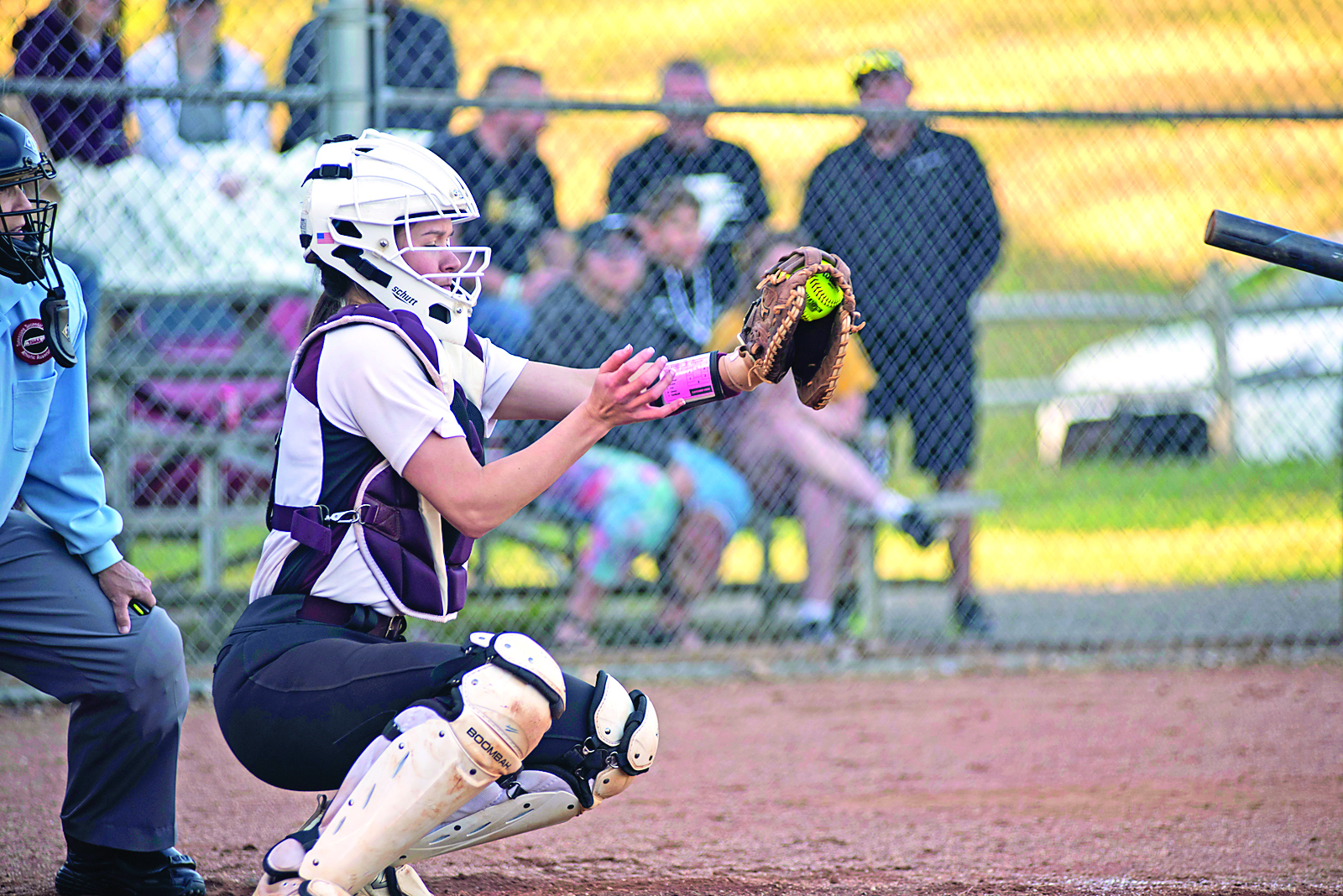 Emmy-Miller-catches-a-fast-ball-picthed-by-Hannah-FrittsCMYK
